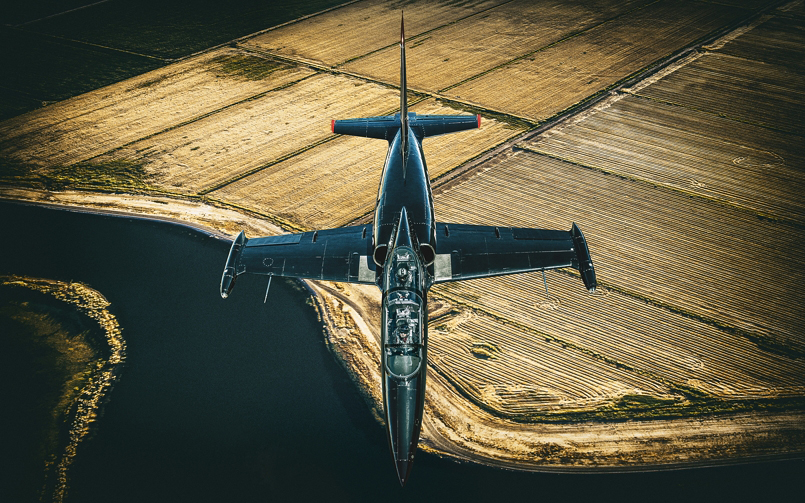 Advertising Photographer Blair Bunting makes Top Gun
